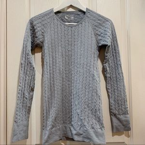 Athleta Grey Quilted LS Tee Small Top Workout Run